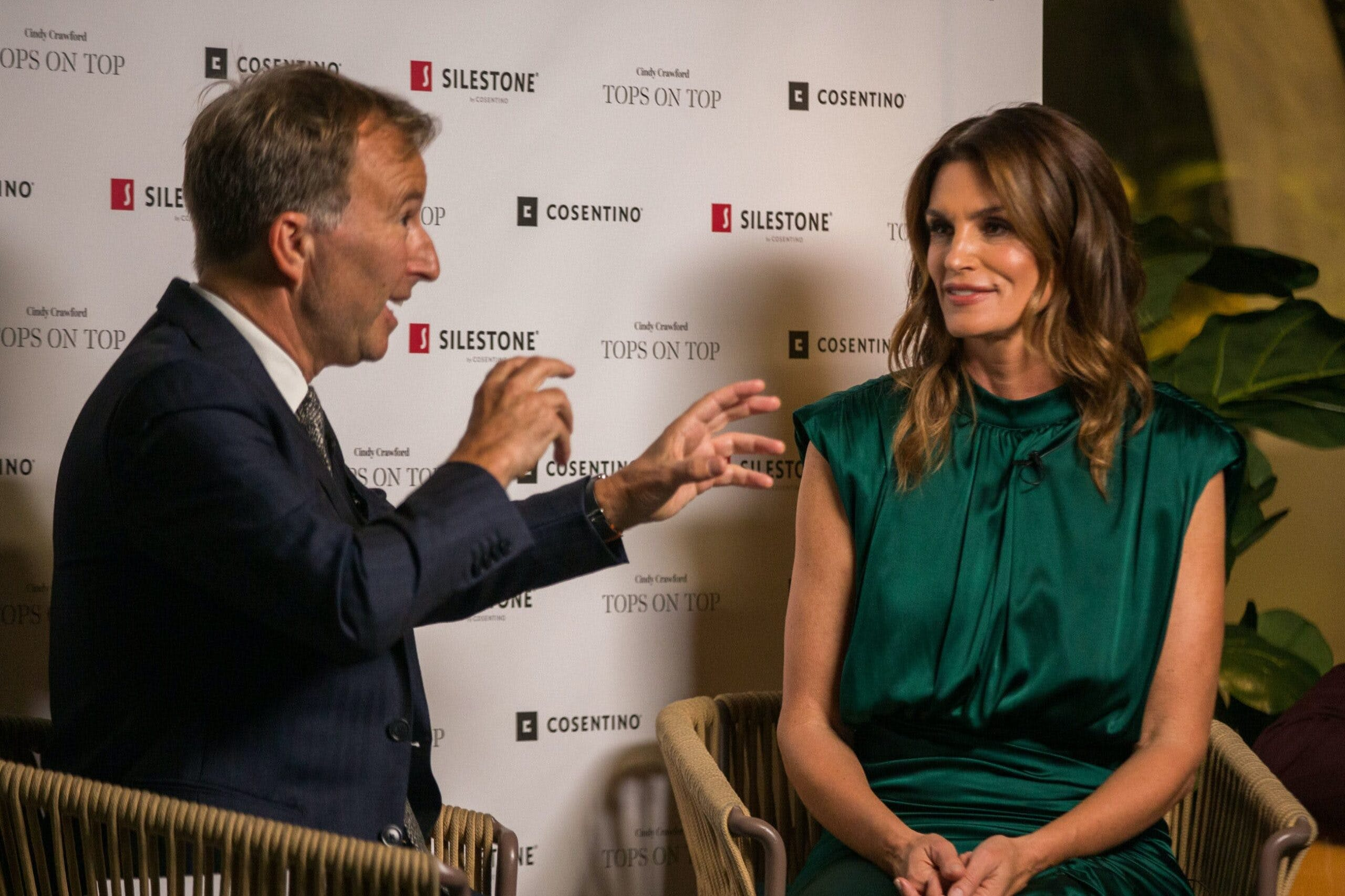 "Image of Tony Chambers y Cindy Crawford   Silestone   Londres 1 scaled in Silestone® Presents its New ""Tops on Top 2019"" Campaign Featuring Cindy Crawford - Cosentino"
